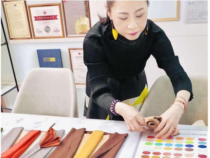 圖二、國際形象顧問郭聿庭,形象色彩配色指導。(圖片來源:上品形象學)