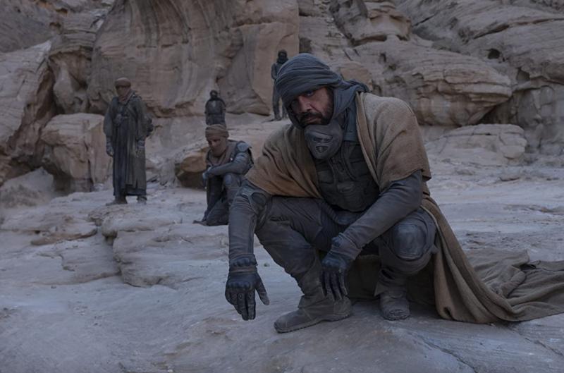 (圖/取自IMDB)由Javier Bardem飾演的Stilgar是阿拉吉斯星球的原住民。《沙丘瀚戰》劇照。(圖/取自IMDB)