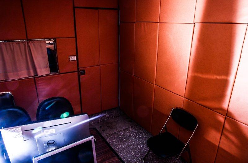 毒品專題 毒品專題 台北市少年警察隊也偵辦許多青少年吸毒案例 偵訊室外觀