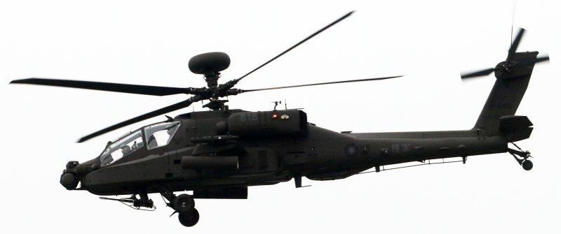 20161223-陸軍紅柴林營區舉行營區開放活動,陸航AH-64E阿帕契攻擊直升機進行動態飛行演練。(蘇仲泓攝)