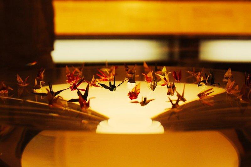 佐佐木禎子當時用藥的包裝紙摺出細小的紙鶴(Selmer_van_Alten@flickr)