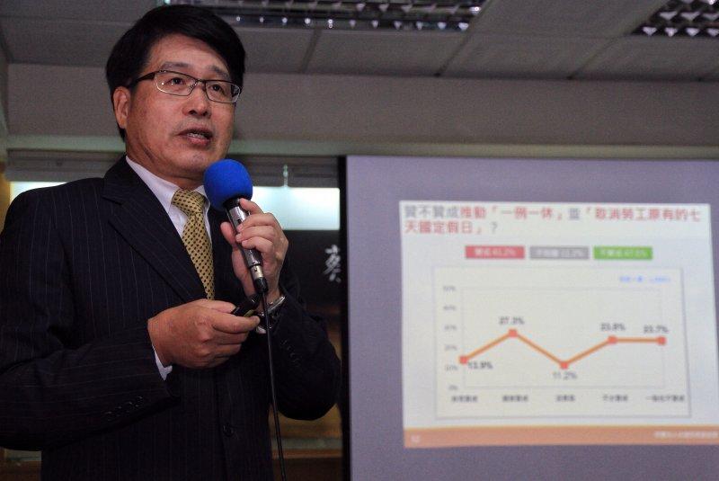 20161128台灣民意基金會公布蔡政府上台半年民意反應,教授游盈隆公佈調查報告。