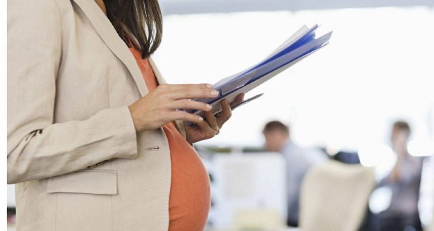 她工作超過半年,卻因懷孕被公司資遣!律師親揭雇主無事先預告、找理由亂開除最慘後果