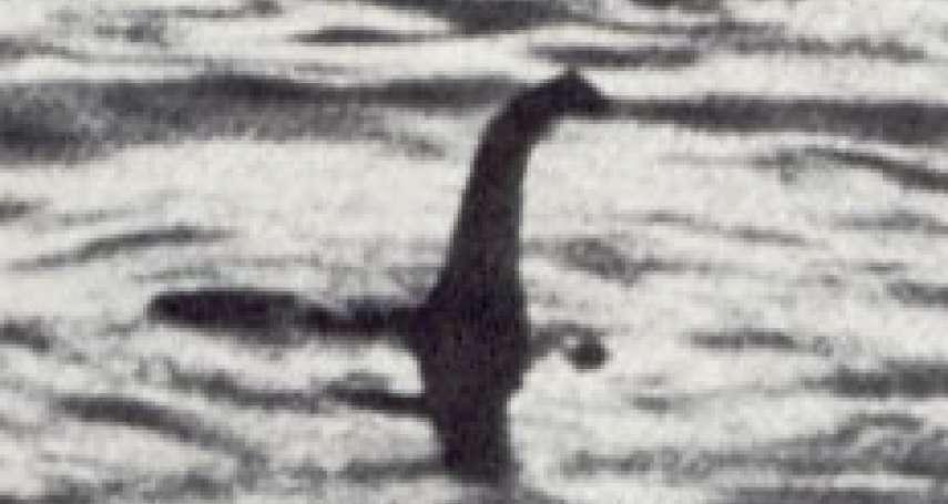 歷史上的今天》4月21日──「假新聞」假到變成傳奇!英國每日郵報刊出「尼斯湖水怪」照片