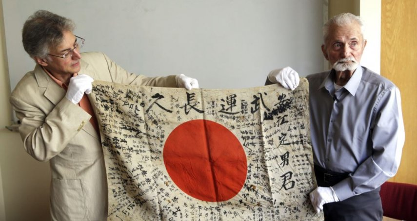 「我知道這對他們意味深長」美國二戰老兵親手將「武運長久旗」歸還陣亡日軍遺屬