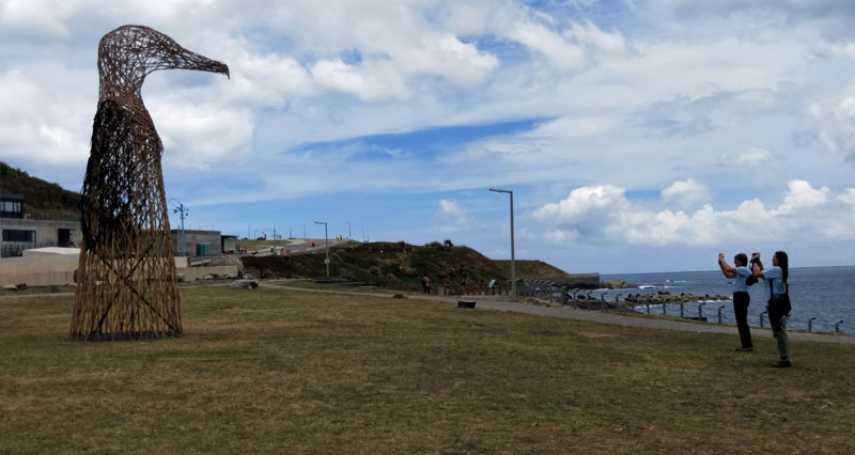 潮境公園藝術創作高聳信天翁 成為遊客熱門打卡點