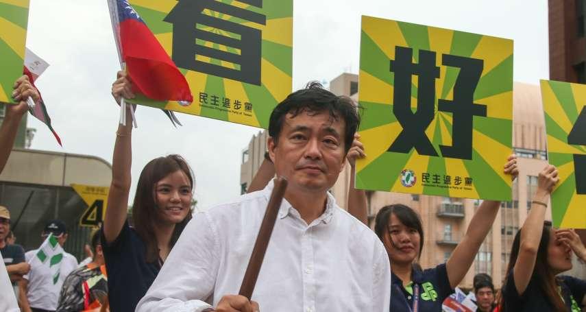 「開心就好!」 參加台灣英雄大遊行 民進黨黨工揮國旗