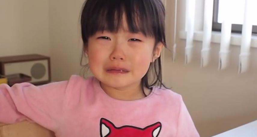 2歲小孩不停哭鬧討抱抱,在德國幼兒園老師採「這做法」,大人也能有所喘息