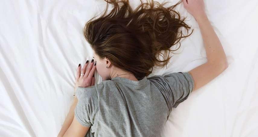 半夜醒來汗流浹背,恐是癌症前兆!醫師揭睡覺「盜汗」3大關鍵原因,別以為只是天氣熱