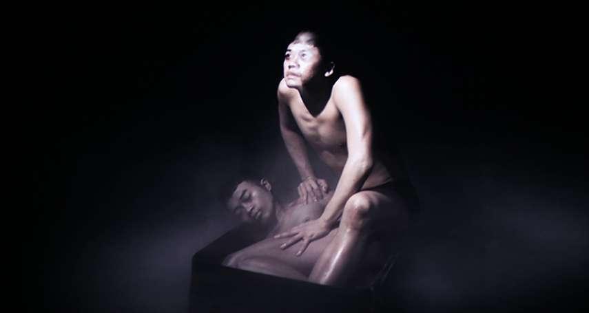 影片重述16年前窒息式性愛意外棄屍案,他們以藝術大膽轉化陌生人的私密經驗…