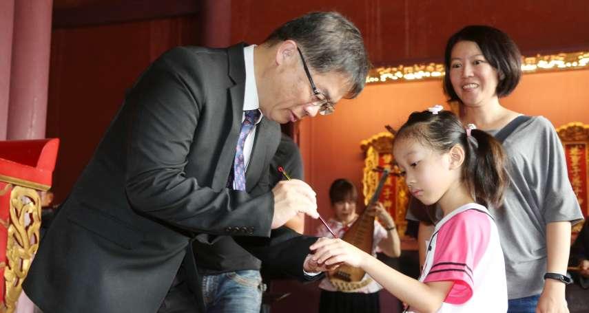 台南孔廟文化節登場 李孟諺為小一生點硃砂啟智慧