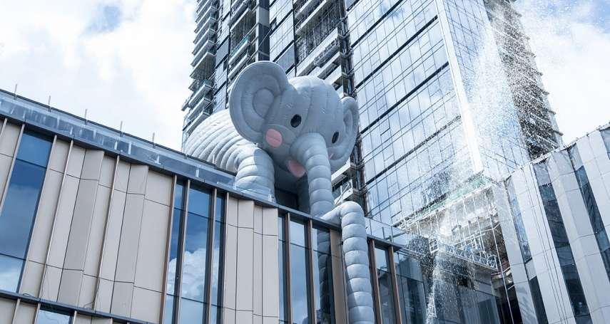 黃色小鴨設計師「霍夫曼」震撼新作!大象趴在高樓頂噴水,獨特巧思讓世界驚艷