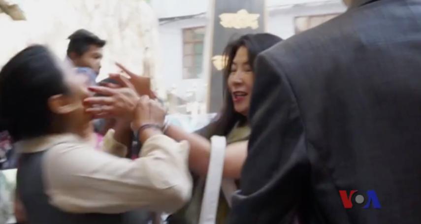 美籍華裔女子大鬧藏人抗議照片展:我這是慈悲心!