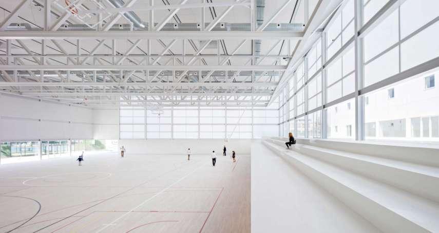 這麼美的建築居然是大學體育館!純白、通透、採光好,在裡面運動絕對是一大享受!
