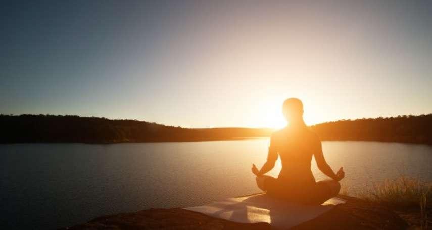 十月國際乳癌防治月,瑜珈結合公益,感受身體的聲音!