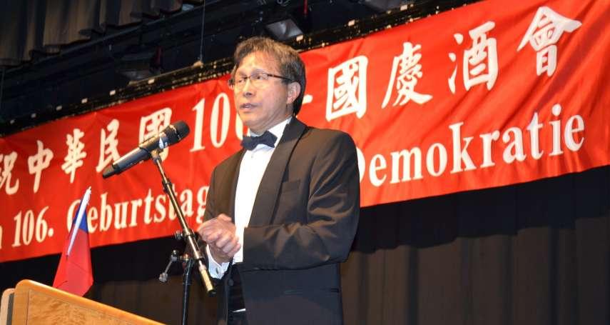 中華民國不見了?謝志偉國慶酒會寫慶祝「民主政體」生日