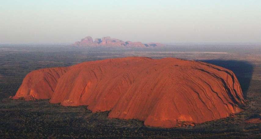 澳洲世遺「烏魯魯巨岩」對遊客封山兩2年 原住民聖山恢復「土地尊嚴」