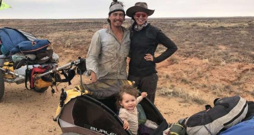 真實版「爸媽去哪兒」!澳洲探險家夫婦推著一歲女兒 橫越澳洲1800公里