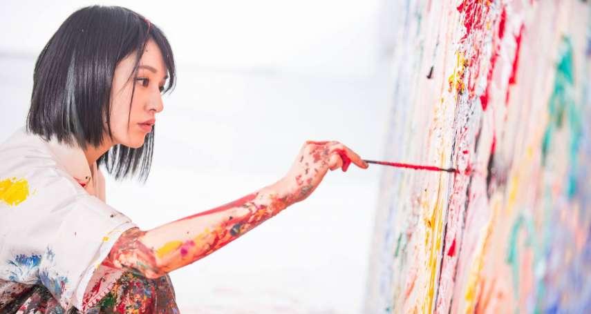 真人版神隱少女是妳?日本通靈美女愛神獸,奔放色彩忘我繪出靈界力與美!