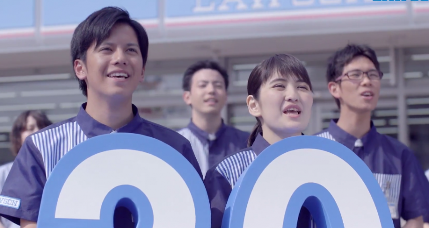 人力短缺仍堅守24小時營業理念!日本知名便利商店靠科技,走向「無人結帳」模式