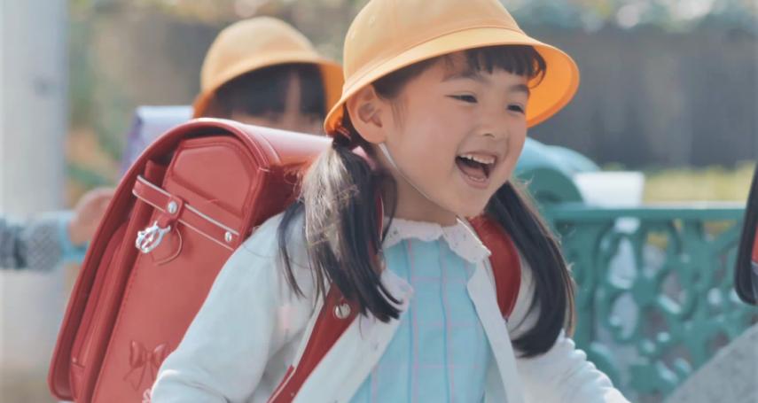 孩子上學哭不停,我也好痛苦!華人家長都沒轍、美國媽媽只給孩子「這句話」就能瀟灑離開