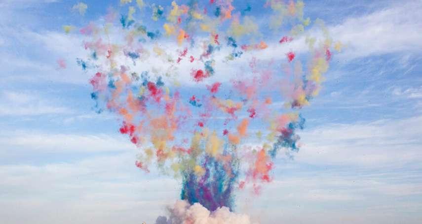 芝加哥天空驚見彩色蘑菇雲!千人圍觀、網路全程播,這究竟怎麼一回事?