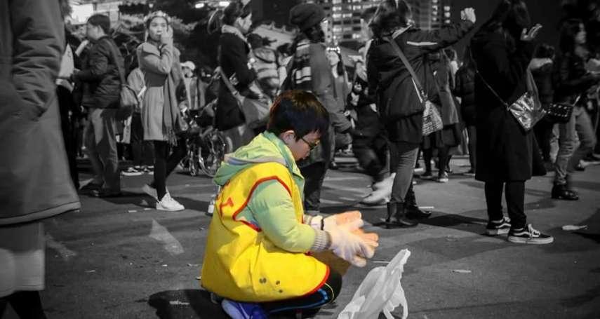 台北跨年夜狂歡後,這群人默默撿起9.5公噸垃圾