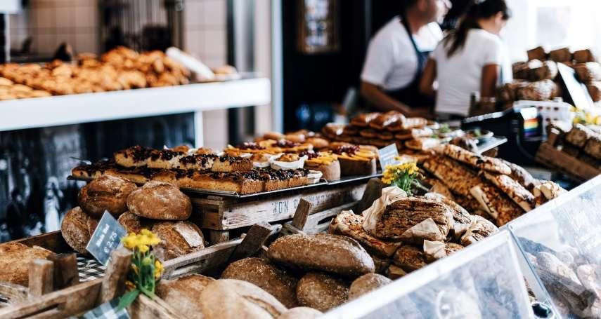不用塑膠袋又怎樣?法國麵包店員只要用「這個」,蛋糕、水果塔都能讓你輕鬆帶回家