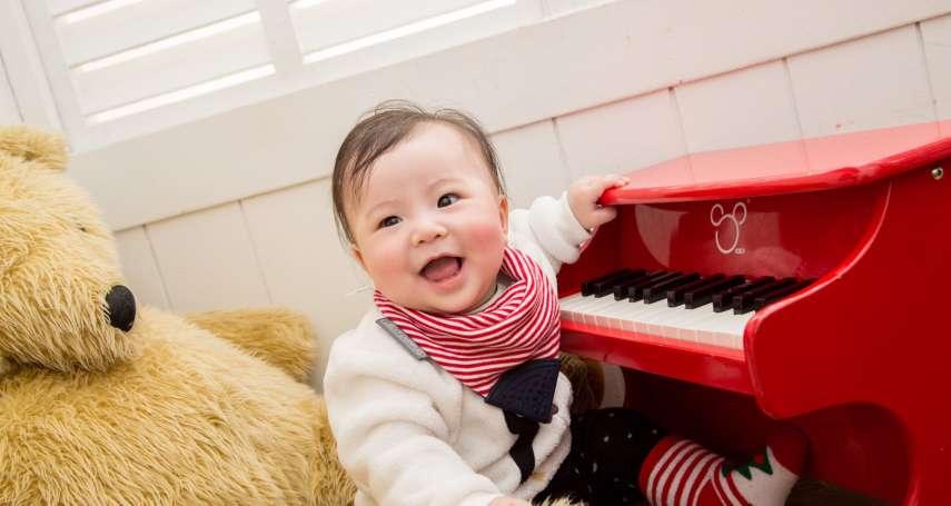 寶寶剛出生好可愛,大家想抱想親怎麼辦?專家教爸媽「這句話」婉拒親友的盛情難卻