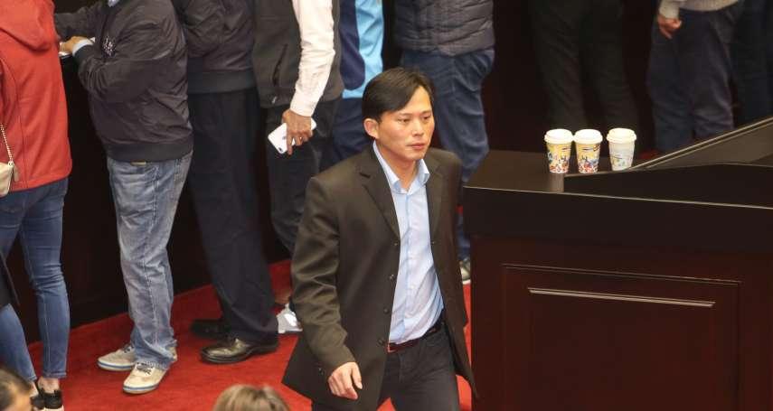 淩晨遭驅離,黃國昌回立院參加協商提勞基法折衷版本