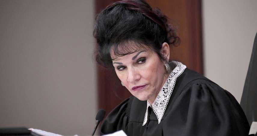 法官化身「正義魔人」適合嗎?希望「色魔隊醫」遭報應、被性侵 美國「英雄法官」引發爭議