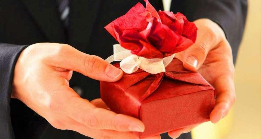 送禮不能直接包紅包?如何送禮送到心坎裡?上班族必學送禮「眉角」總整理!