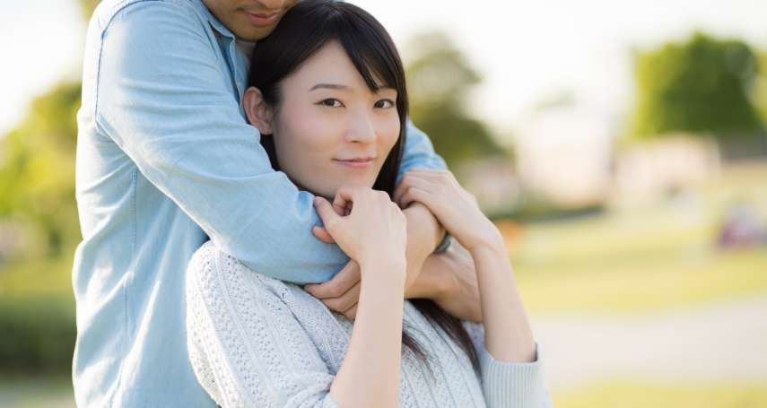 另一半總是「性趣」缺缺?一次學會5種肢體接觸,改善兩人親密關係