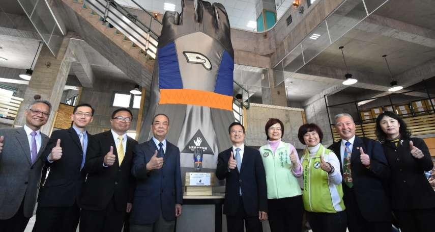 全球最大手套在彰化!台灣手套博物館開幕 手工縫製大手套引驚呼