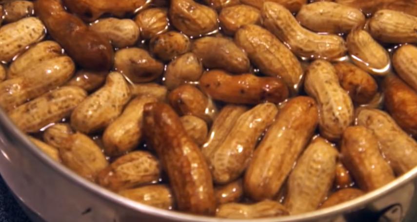 水煮花生當零嘴比較健康?營養師:一天吃超過「這個量」,熱量就爆表了
