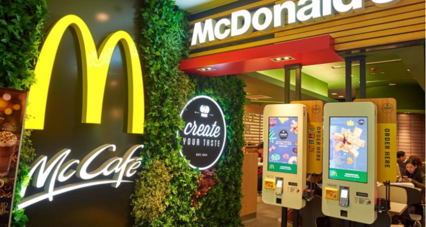 去麥當勞不用再帶現金啦!即日起開放信用卡、行動支付付款,還有這些專屬優惠