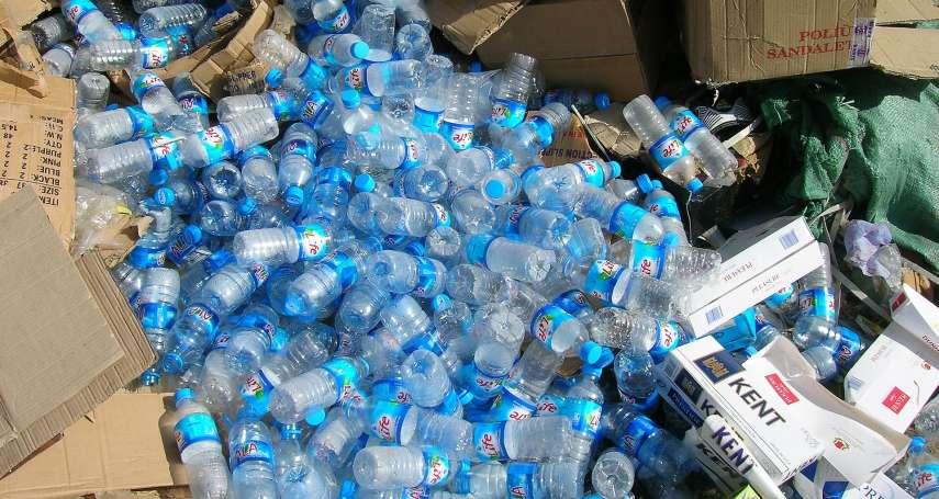 堆積如山的塑膠垃圾,有望從地球上消失?英美科學家無意間發現「這個」竟能把塑膠吃掉