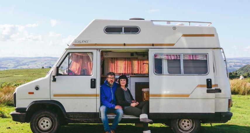 為何英國這對夫婦,在盼望以久的孩子流產後,開始旅行冒險?原來「背後理由」有洋蔥…