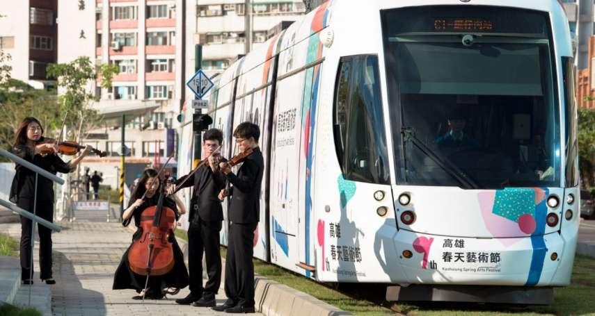 高市輕軌彩繪設計兩列車上路 推不定期藝術快閃慶賀