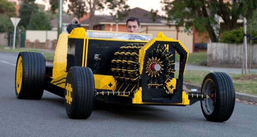 有片》太狂啦!外國神人用「50萬塊樂高」造汽車,引擎也用樂高做,時速竟可達30公里