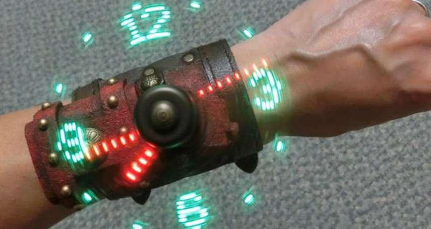 太帥啦!日神人用超平價材料DIY出「空間表示手錶」,戴上一秒變身人氣動漫主角!