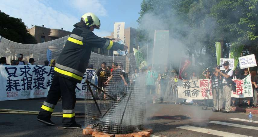 火災數量年年下降、殉職卻年年增加!消防員焚旗控訴:難道改革只能在殉職後發生?