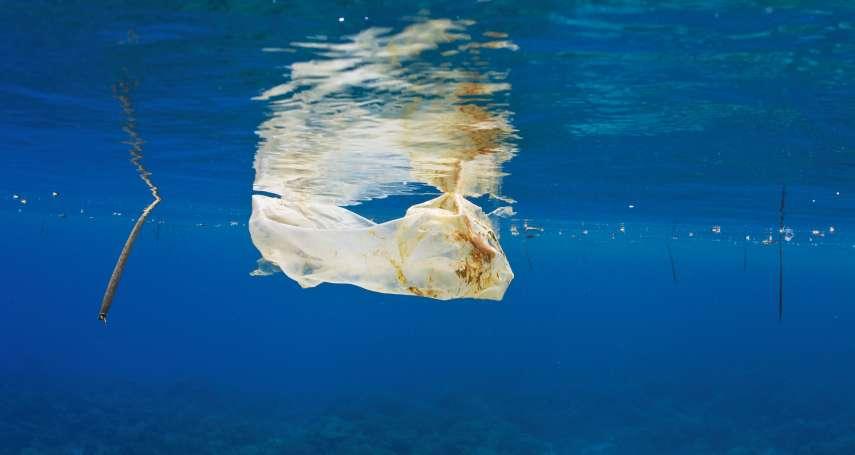 「我爸爸的初衷是為了救地球……」塑膠袋發明者之子:不懂人們為何用完即丟,遺憾劃時代設計成污染來源