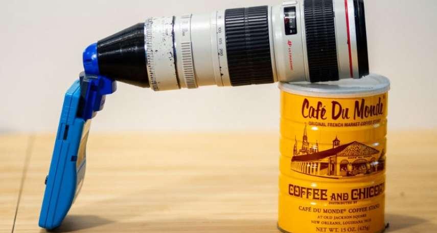 太猛了!國外攝影師把「Gameboy變大砲」,遊戲機裝長鏡頭竟能清楚拍月亮、效果超驚人
