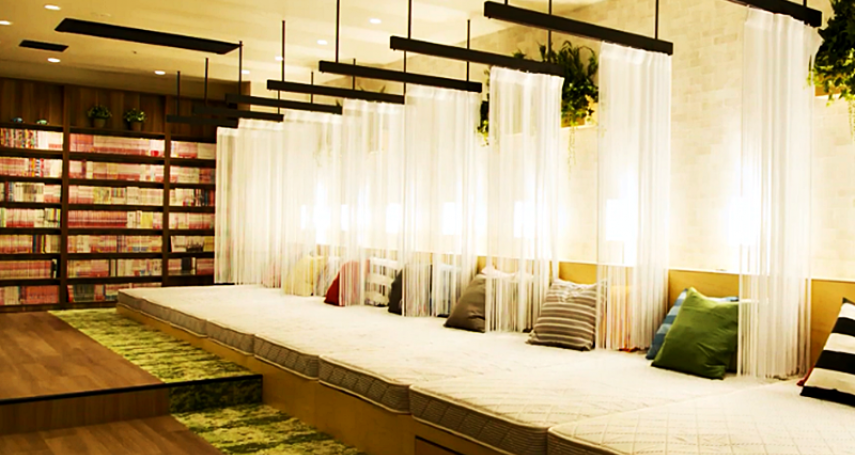 睡在漫畫堆裡不是夢!1000元內搞定住宿,京都6間地點好又具特色高CP膠囊旅館