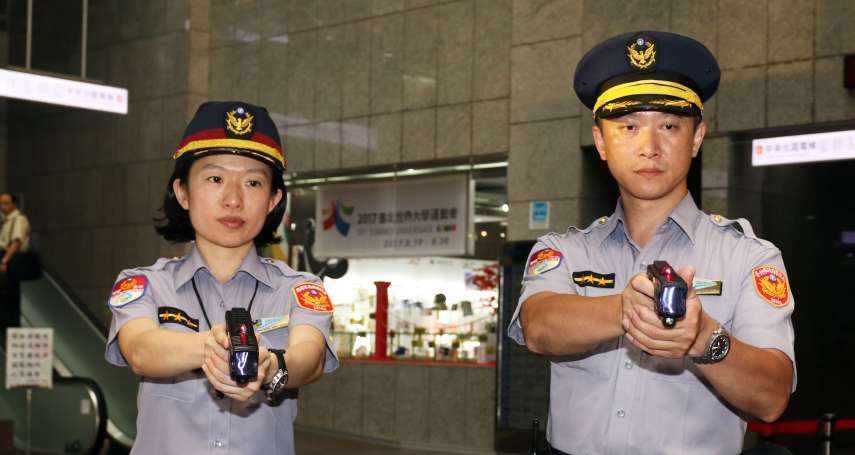 電擊槍、辣椒噴霧……「非致命性武器」讓警察執勤時更多壓制歹徒的選擇!