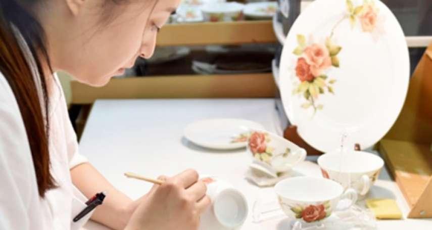 日本職人用10年畫出一朵花!從手工彩繪瓷器的每個細節看見生命藝術美學