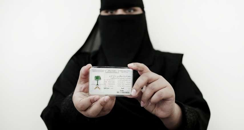 在這個國家,爭取「女性開車權」會被當成恐怖分子!勇敢女權運動家被囚1001天終獲釋