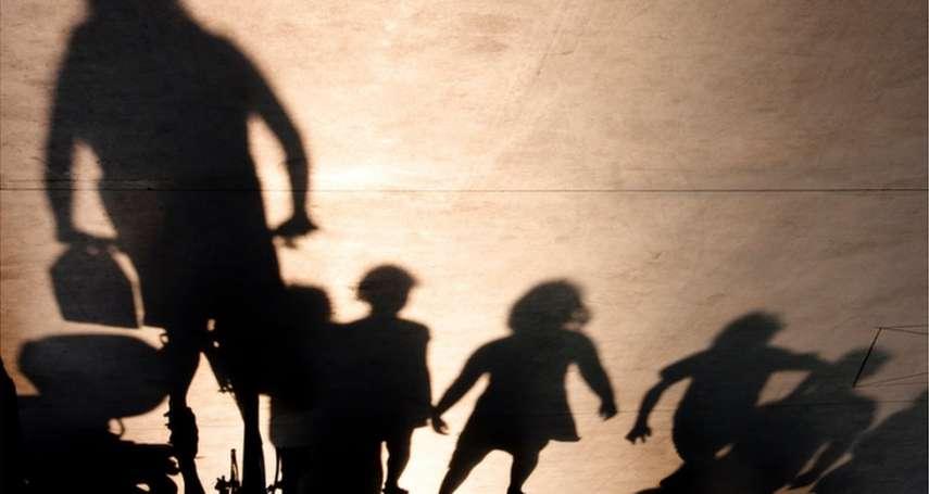 白天打掃家裡、照顧小孩 英國家庭主婦化身14歲少女獵捕戀童罪犯
