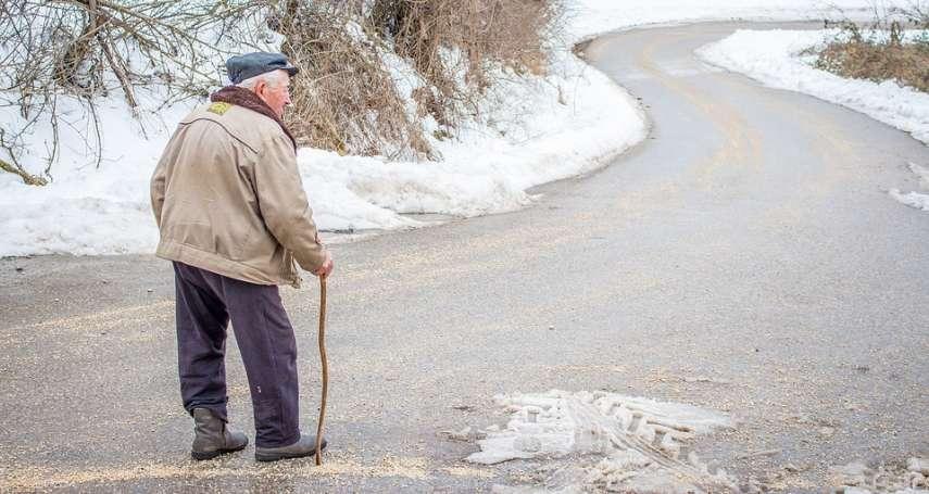 為何老人家容易跌倒?醫師道出背後原因,銀髮族不是只有三高要注意啊